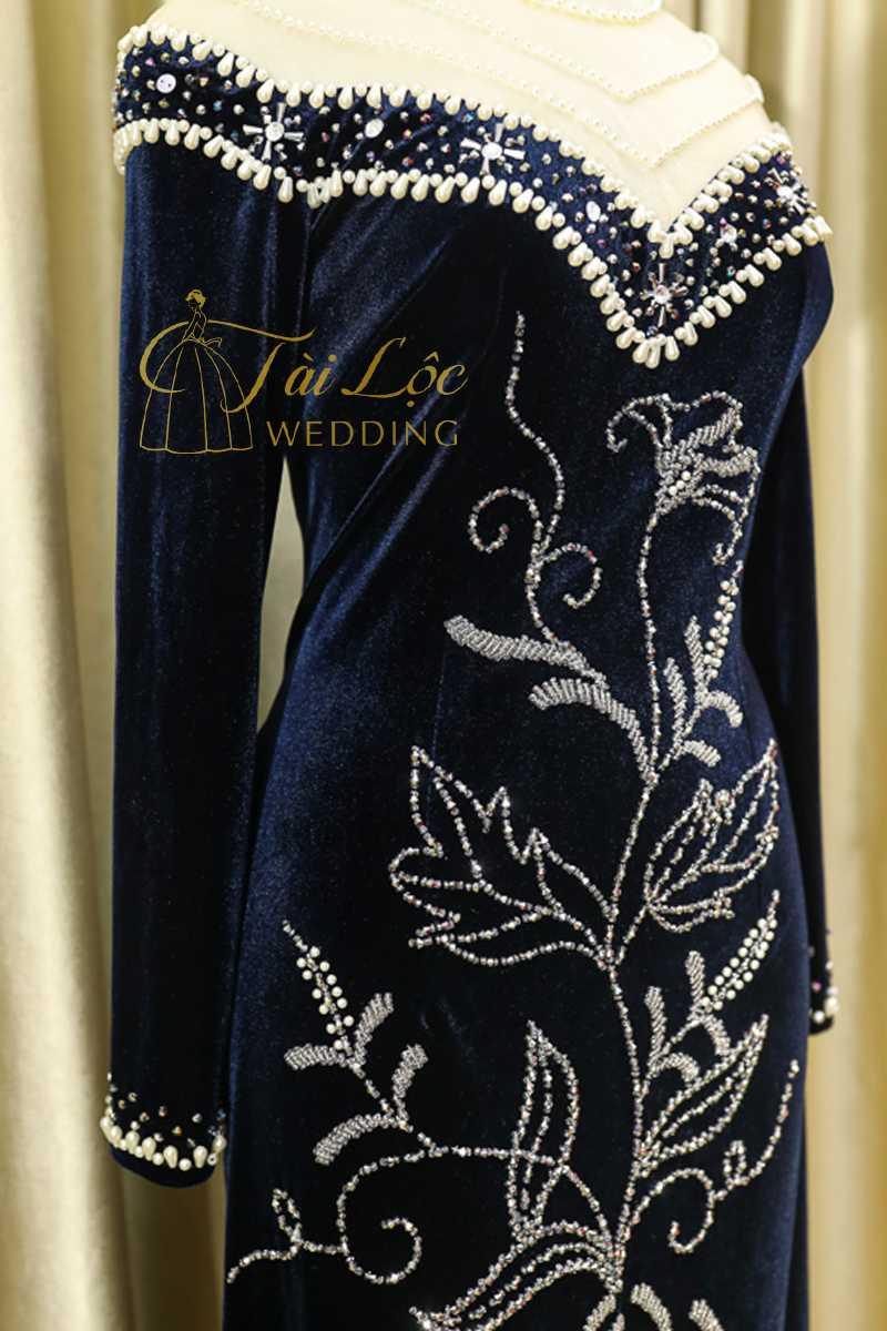 Áo dài bà sui màu xanh đen vải nhung 2 tà