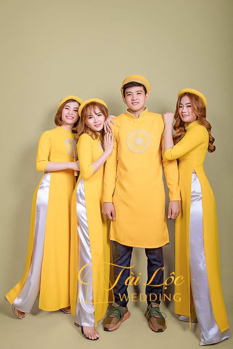 Áo Dài Bưng Quả Cách Tân Nam Màu Vàng Vải Thun