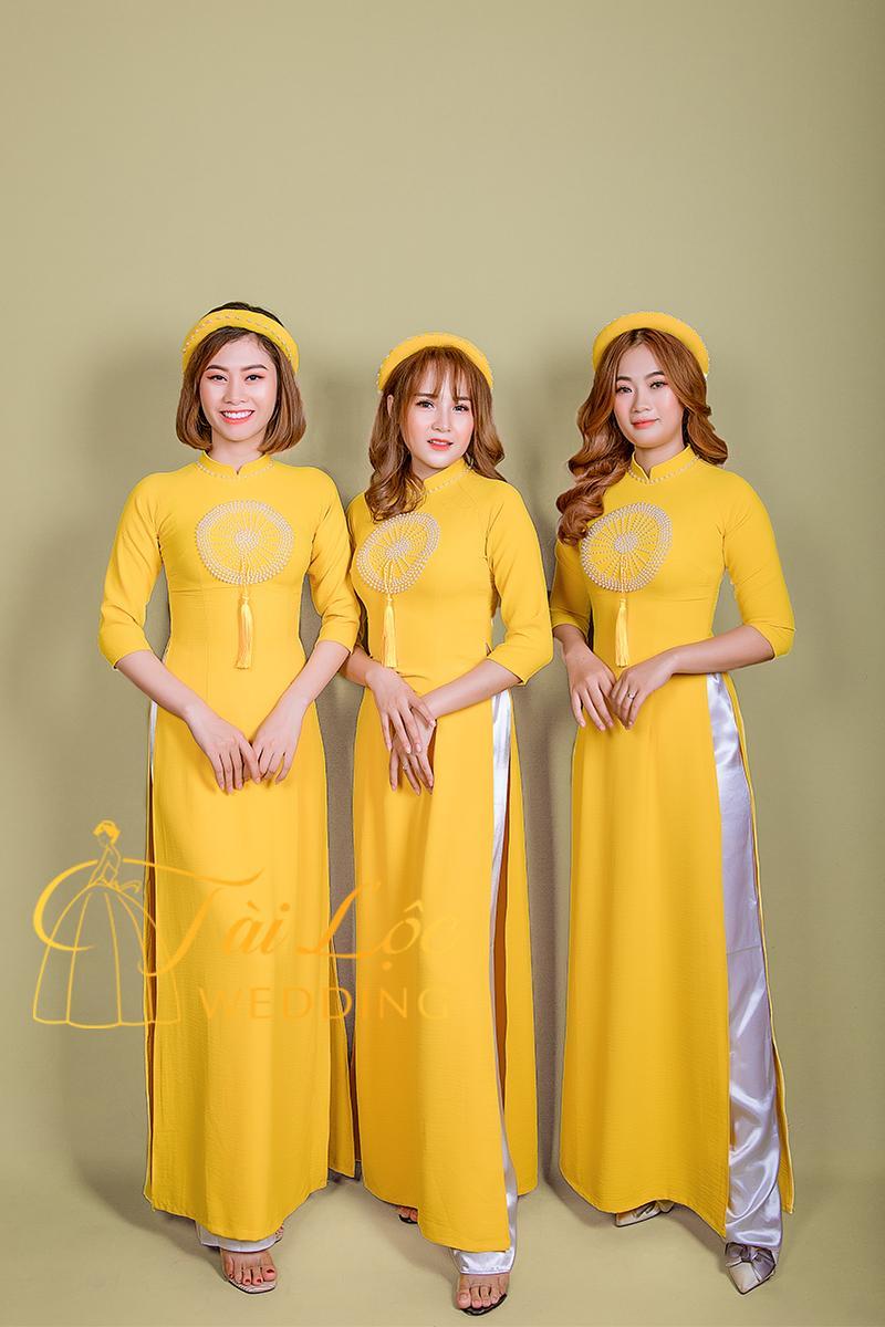 Áo Dài Bưng Quả Màu Vàng Nam Nữ Vải Thun