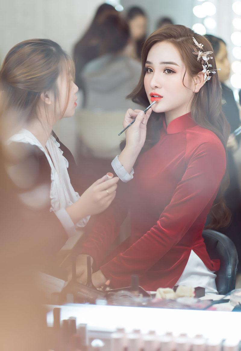 Áo dài cưới đỏ đô vải nhung trơn