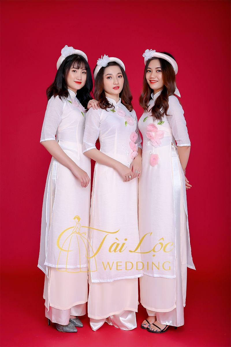 Áo dài bưng quả màu trắng vải tơ xước