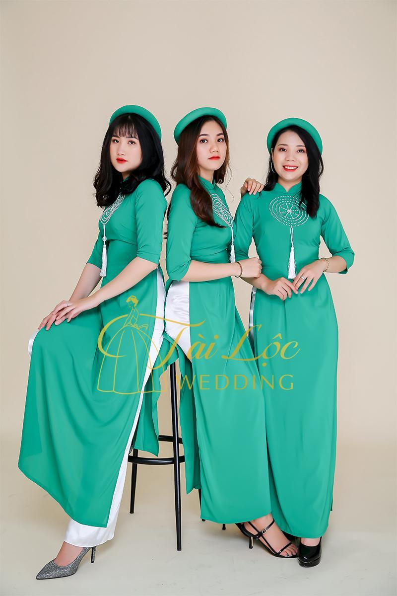 Áo dài bưng quả màu xanh lá