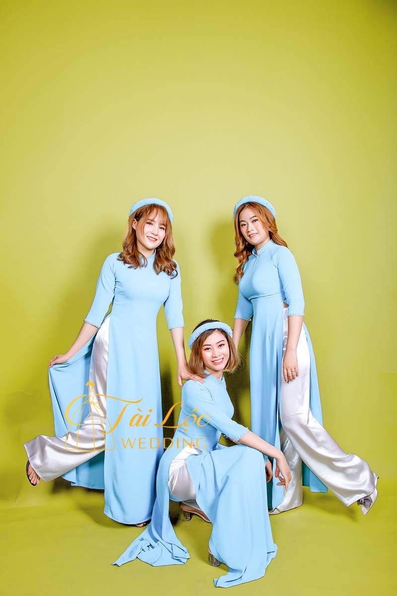 Áo dài bưng quả màu xanh ngọc