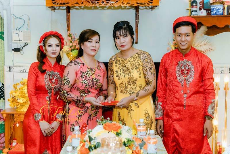 Nên may hay thuê áo dài mẹ cô dâu - áo dài mẹ chồng?
