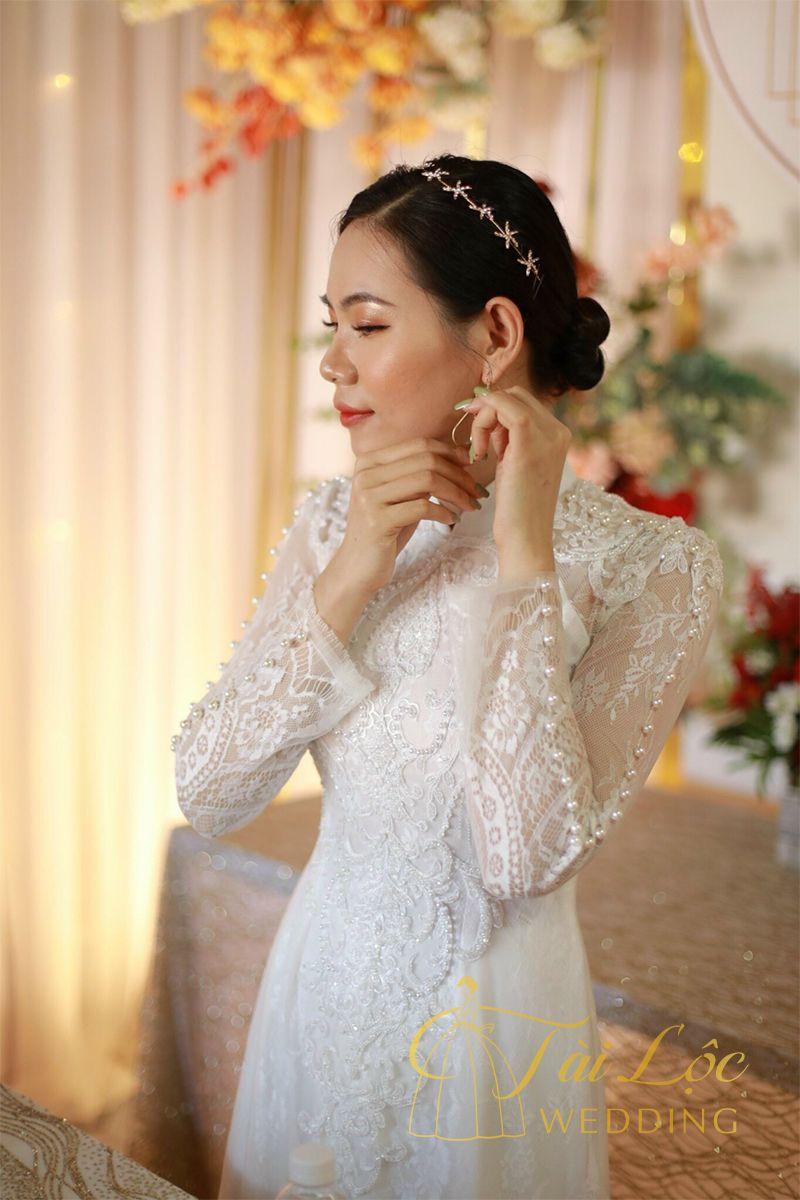 Áo dài cưới màu trắng vải ren