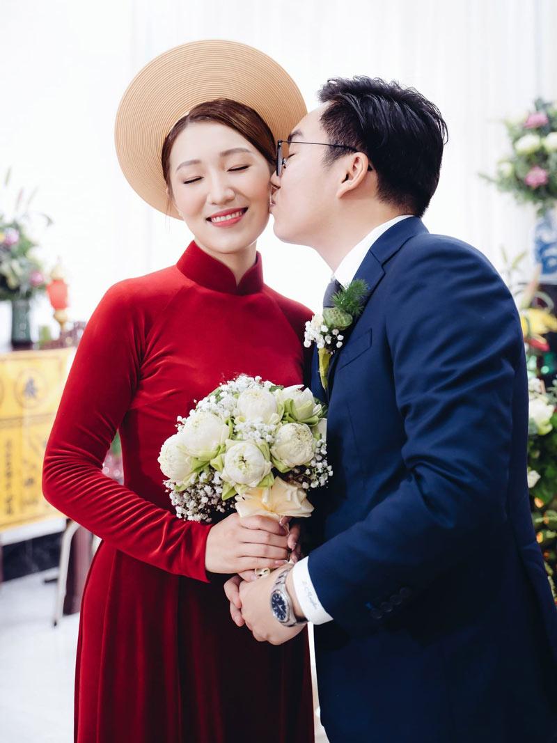 Áo dài cưới vải nhung trơn