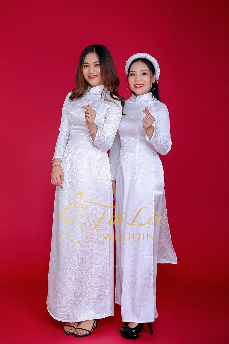 Thuê áo dài cưới màu trắng trơn nhẹ nhàng