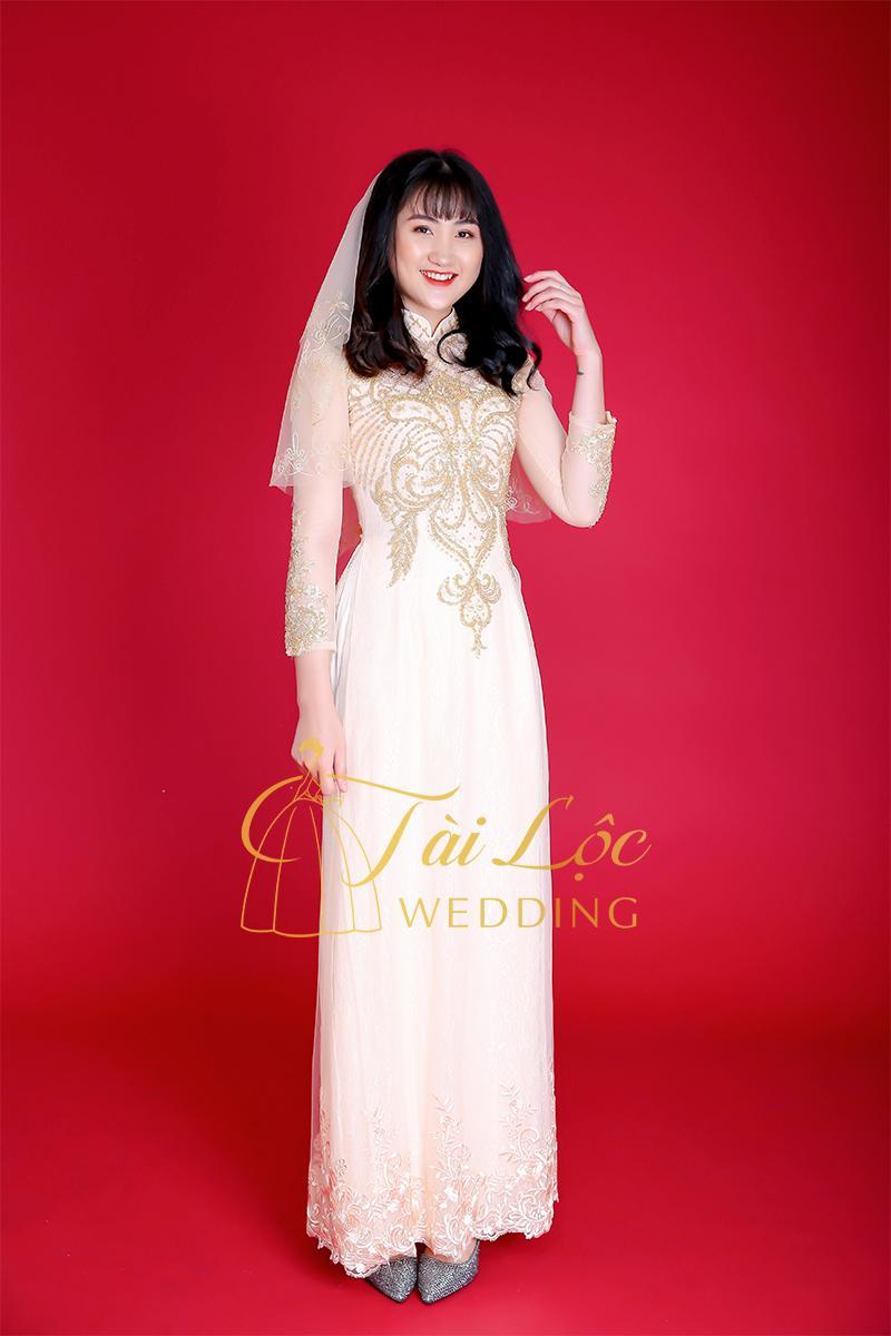 Áo dài cưới màu vàng vải ren