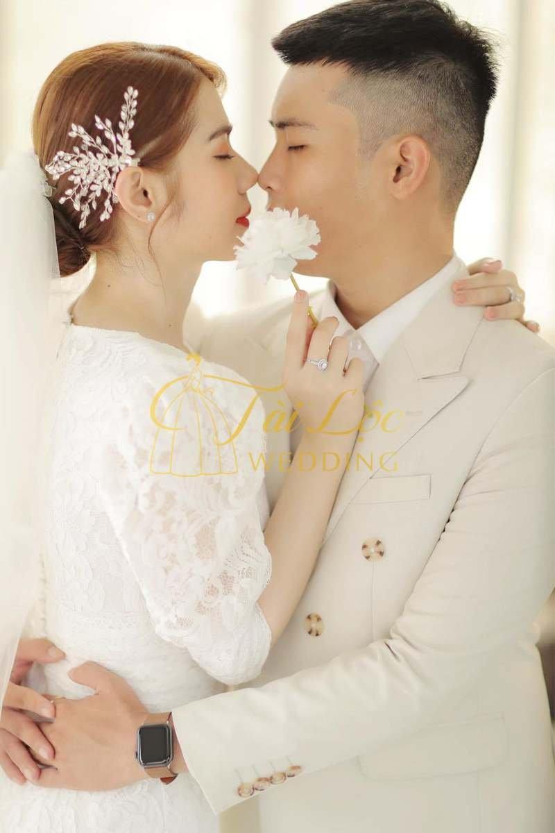 Vest cưới chú rể màu kem
